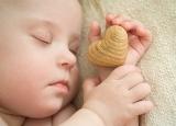 新生儿睡觉不踏实 宝宝睡觉总是抽搐怎么办